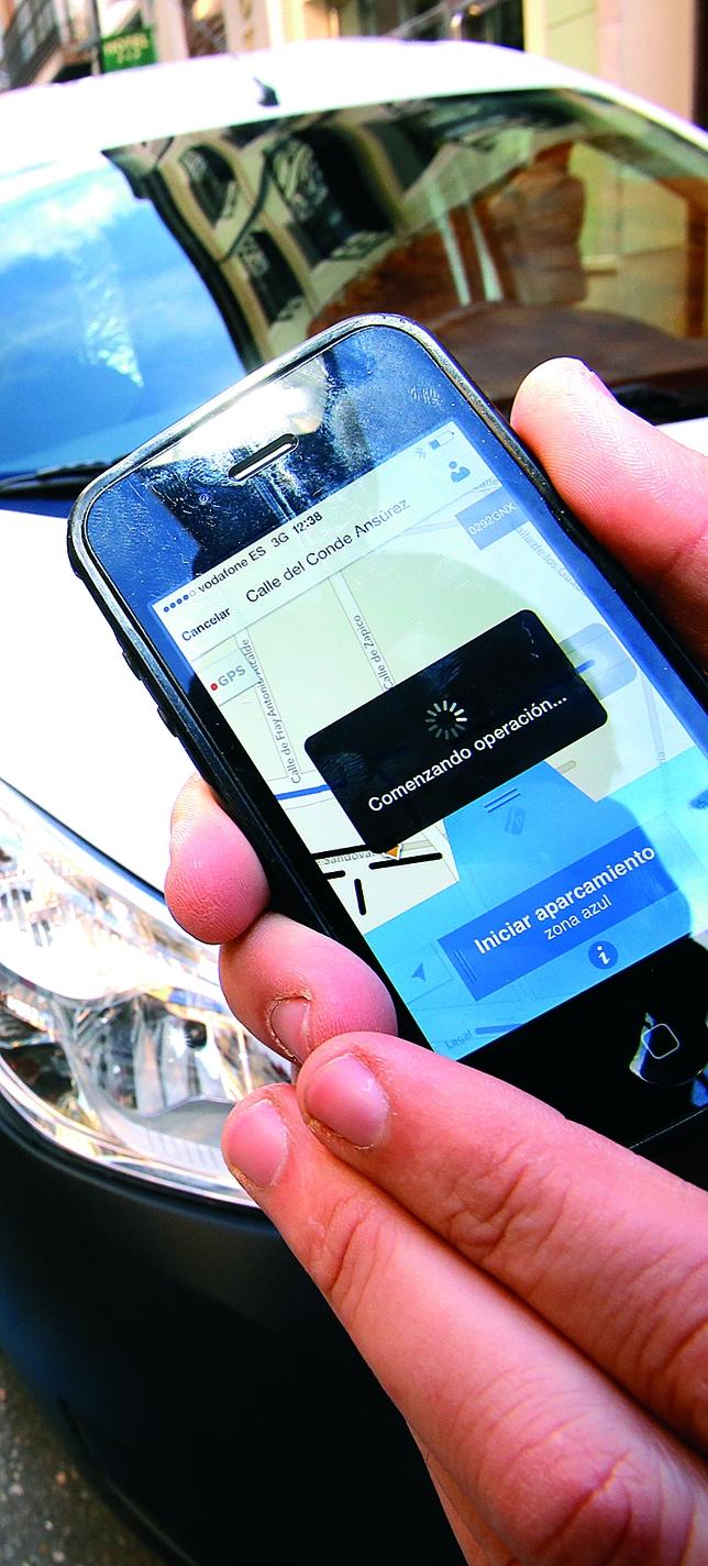 La aplicación informa de las plazas libres que hay en la zona azul.  J. Tajes
